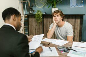 Ocena kredytobiorcy to ważny i wrażliwa część działalność banków. Zdjęcie autorstwa RODNAE Productions z Pexels